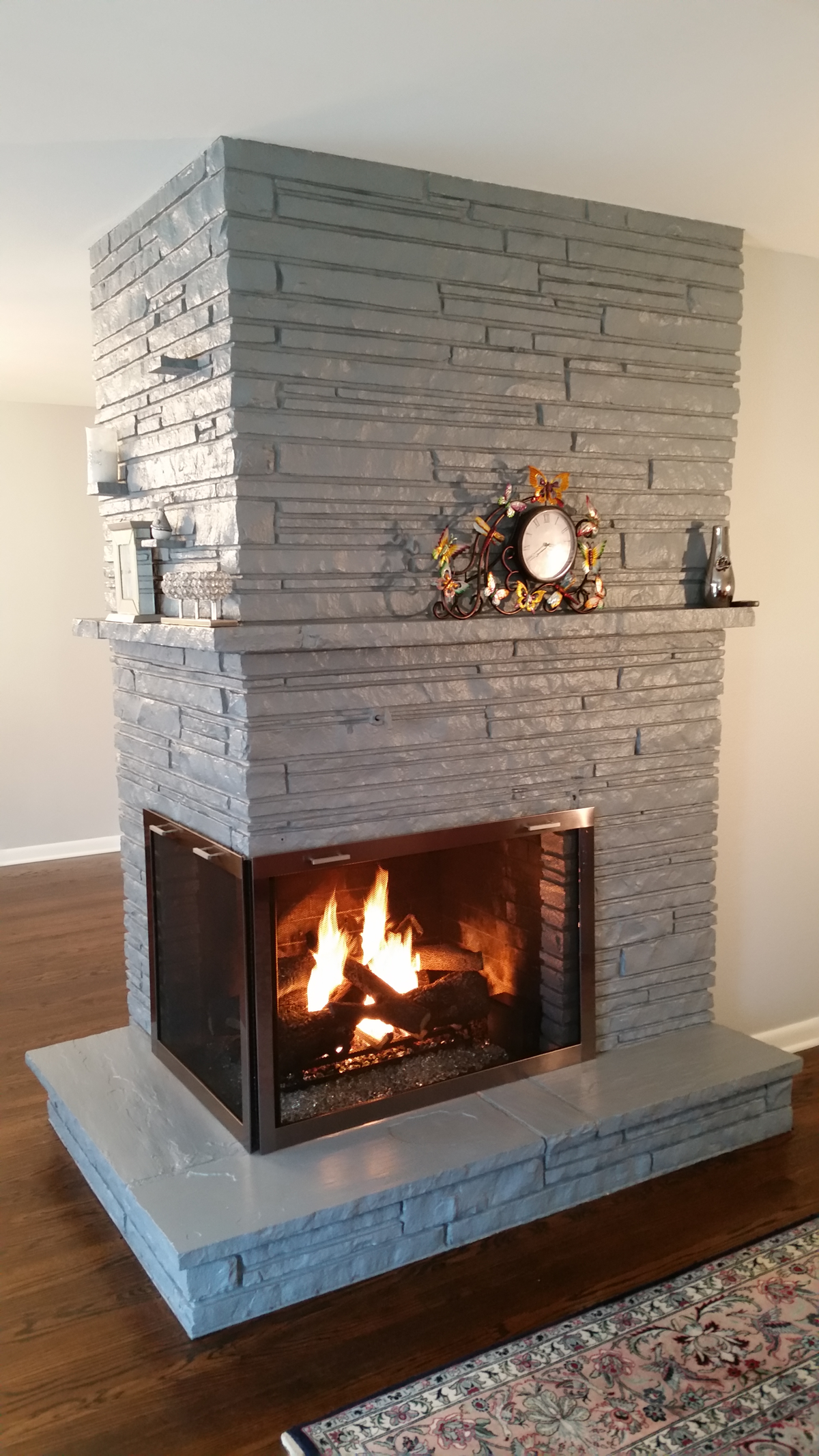 TRIMBLE TWO-SIDED FIREPLACE